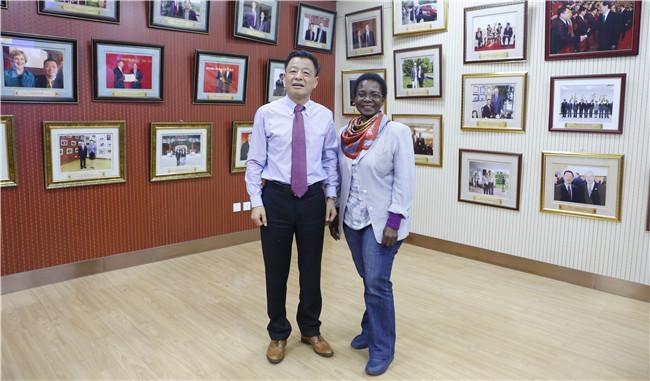 快讯| 南非科学艺术院院士访问王府学校